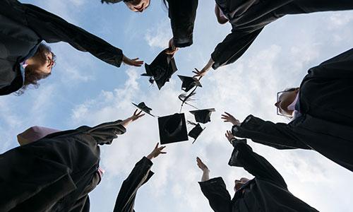 怎么才能最快的进入加拿大大学的研究生课程?