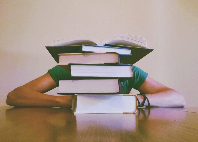 本科生如何最快入读加拿大的研究生课程?